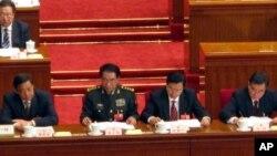 薄熙來(左一)、張德江(右二)、汪洋(右一)出席今年人代會