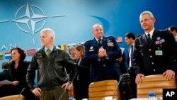 司令员们在北约总部等待举行国防方面的部长级会议(2015年12月1日)