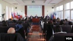 歐盟駐北京代表團舉行新聞發佈會 對伊力哈木的近況表示關注(美國之音東方拍攝)