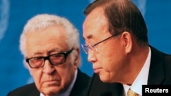 U.N. special envoy for Syria Lakhdar Brahimi speaks to U.N. Secretary-General Ban Ki-moon (R) during a news conference after the Geneva II peace talks in Montreux January 22, 2014.