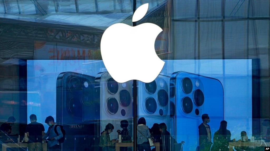 Apple Store di Beijing, China, 28 September 2021. (Foto: Andy Wong/AP)
