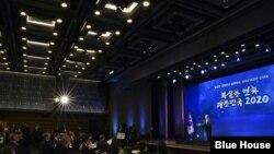 문재인 한국 대통령이 2일 서울 대한상공회의소에서 열린 신년 합동 인사회에서 연설하고 있다.