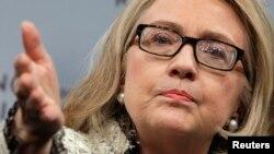 Hillary Clinton dijo que demasiadas mujeres son tratadas, en el mejor de los casos, como ciudadanos de segunda clase.