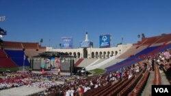 2015年特奥会在洛杉矶纪念体育场闭幕(美国之音国符拍摄)