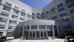 미국 버지니아주 맥클린의 국가정보국장 산하 '리버티크로싱 인텔리전트 캠퍼스' 건물.