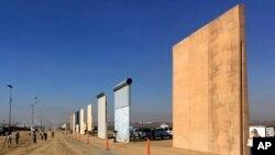 在加州展出的邊界牆模型 (資料圖片)