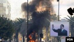 Suasana di ibukota Tunis, Jumat 14 Januari 2011. Tunisia memberlakukan keadaan darurat setelah berbagai protes dengan kerusuhan yang makin tidak terkendali.