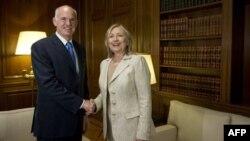 Grčki premijer Jorgos Papandreu sa američkom državnom sekretarkom Hilari Klinton, Atina, 17. jul 2011.