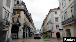 This file photo shows Augusta street during a partial lockdown as part of state of emergency to combat the coronavirus disease (COVID-19) outbreak in Lisbon, Portugal March 30, 2020. (REUTERS/Rafael Marchante)