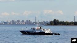 러시아 해안경비대 경비정이 연안 순찰 활동을 하고 있다. (자료사진)