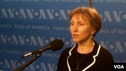 Bà Marina Litvinenko phát biểu tại trụ sở của Đài Tiếng nói Hoa Kỳ ở thủ đô Washington.