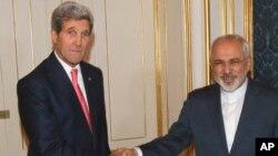 عکس آرشیوی از جان کری وزیر خارجه آمریکا و محمدجواد ظریف همتای ایرانی او در جریان مذاکرات اتمی وین - ۲ آذر ۱۳۹۳