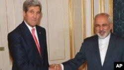 2014年11月23日,美國國務卿克里(左)和伊朗外長扎里夫就伊朗核問題會面。