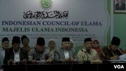 MUI dan Forum Ukhuwah Islamiyah (FUI) yang merupakan gabungan dari ormas Islam di Indonesia hari Kamis (7/8) secara resmi menolak gerakan Islamic State of Irak and Syria (ISIS) di Indonesia. (VOA/Andylala)
