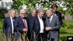 Министры иностранных дел стран-основателей ЕС. Cлева направо: Дидье Рейндерс, Франк-Вальтер Штайнмайер, Паоло Джентилони, Жан-Марк Эйро и Берт Кундерс.