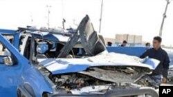 伊拉克西部城市拉馬迪的政府大樓星期一遭到兩枚炸彈襲擊。