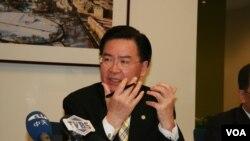 台灣民進黨駐美代表吳釗燮。(美國之音 鍾辰芳拍攝)