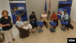 """Debata """"Izazovi savremene demokratije"""" u EU info centru u Beogradu."""