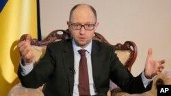 烏克蘭過渡政府總理亞采紐克 (資料照片)