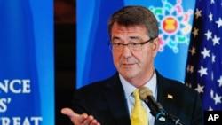 美国国防部长卡特在东盟防长会议上讲话。