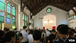 香港基督教團體6月28日舉辦追悼會,悼念2017年以來自殺及懷疑被自殺的社運死者,大會估計有超過200人參與。(美國之音湯惠芸)