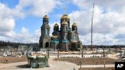 """Rossiya Qurolli kuchlari ibodatxonasi, Moskva oblasti Odinsovo rayonidagi """"Patriot"""" parkidagi yangi cherkov"""