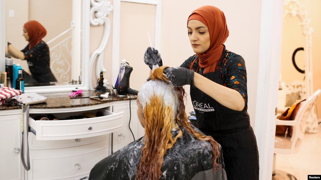 At Women Only Salon In Brooklyn Muslim Americans Prepare