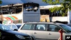 Bus wisata yang membawa wisatawan Israel ke Bulgaria meledak di kota Burgas, 400 kilometer dari ibukota Sofia menewaskan enam wisatawan dan melukai 39 lainnya (18/7).