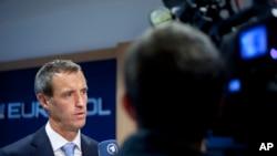 Rob Wainwright, kepala kepolisian Eropa (Europol) menjawab pertanyaan media di Den Haag (24/9).