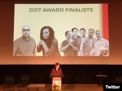 អ្នកការពារសិទ្ធិមនុស្សបួននាក់នៃសមាគមសិទ្ធិមនុស្សអាដហុក និងអតីតបុគ្គលិកមួយរូបទទួលបានរង្វាន់អ្នកការពារសិទ្ធិមនុស្ស Martin Ennals Prize នៅថ្ងៃអង្គារ ទី១០ ខែតុលា ឆ្នាំ២០១៧។ (រូបថតដកស្រង់ពី Twitter របស់បេសកកម្ម Finland នៃអង្គការសហប្រជាជាតិ)