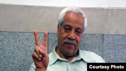 Hashem Khastar, an Iranian teachers union leader based in Mashhad, makes a victory gesture in this undated photo. His wife told VOA that security personnel detained him near Mashhad on Oct. 23, 2018, and sent him to a hospital for a purported mental illness.