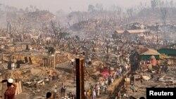 ဘဂၤလားေဒ့ရွ္ႏိုင္ငံ Cox's Bazar ေဒသက မီးေလာင္ခဲ့တဲ့ ရိုဟင္ဂ်ာဒုကၡသည္စခန္း ျမင္ကြင္း။ (မတ္ ၂၃၊ ၂၀၂၁)