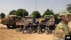 Des militaires déployés après une attaque de Boko Haram à Damaturu, Nigeria, 28 octobre 2013.