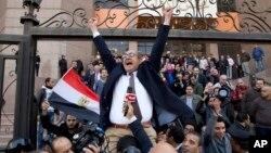 «خالد علی» از چهره های مشهور مخالف دولت در مصر بود.