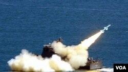 Taiwan melakukan uji coba misil Hsiungfeng II (foto: dok.). Pengusaha Lai Kun-chieh dituduh berusaha membeli informasi mengenai teknologi misil Taiwan.