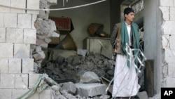 Hiện trường vụ vụ đánh bom nhà của đại sứ Iran tại Yemen, ngày 3/12/2014.