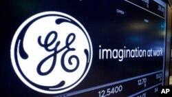 资料照片:纽约股票交易所的一处通用电气(GE)标识。(2017年6月12日)