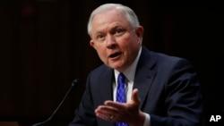 제프 세션스 미국 법무장관이 18일 상원 청문회에서 증언하고 있다.