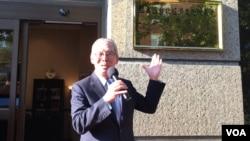 台湾驻美代表高硕泰主持驻美国台北经济文化代表处领务组公开挂牌揭牌仪式。(美国之音钟辰芳拍摄)