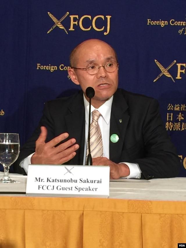 Katsunobu Sakurai, mayor of Minamisoma, Fukushima pref., speaking at Foreign Correspondents' Club of Japan, Feb. 17, 2016. (S. Herman/VOA)