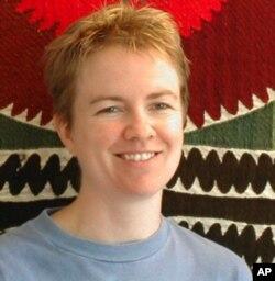 """Lora Adams, O'zbekiston haqida """"Maftunkor Davlat"""" kitobi muallifi, Garvard Universitetida Markaziy Osiyo bo'yicha dars beradi"""