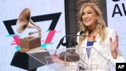 دبرا دوگان، مدیر سابق آکادمی ملی علوم و هنرهای ضبط که برگزارکننده مراسم اعطای جوایز موسیقی گرمی است