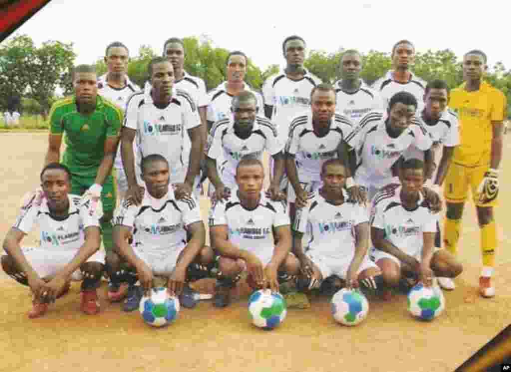'Yan wasan Kungiyar kwallon kafa ta VOA Hausa Flamingos FC Bauchi