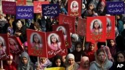 بچی سے زیادتی اور قتل کے واقعے پر پاکستان بھر میں غم و غصے کی لہر دوڑ گئی تھی اور کئی شہروں میں مظاہرے بھی ہوئے۔
