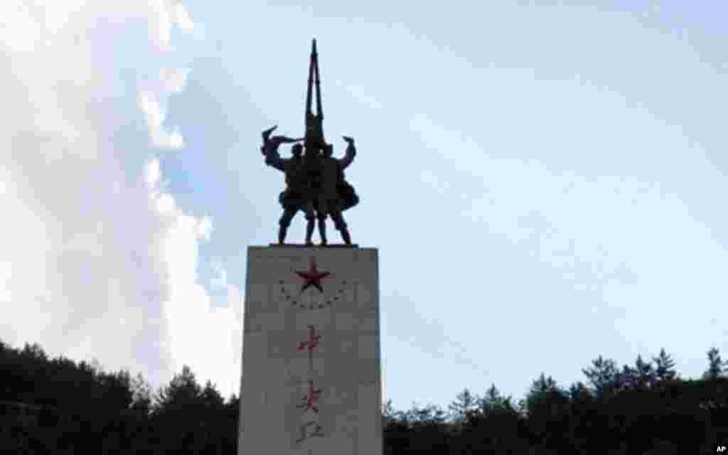 """""""中央红军长征胜利纪念碑"""""""