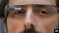 Los anteojos de Google necesitan una buena aplicación que abarate su precio.