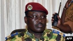 Le lieutenant-colonel Isaac Zida a été nommé Premier ministre de la transition au Burkina Fasomercredi 19 novembre 2014.