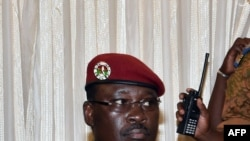 Luteni Kanali Yacouba Isaac Zida aliyekabidhi madaraka kwa waziri wa zamani wa mambo ya nje,Burkina Faso, kuwa Rais.