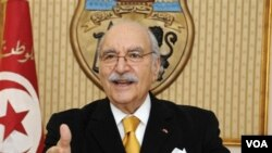 Fouad Mebazza, presiden sementara Tunisia, mengumumkan rencana pemungutan suara yang akan berlangsung pertengahan tahun.