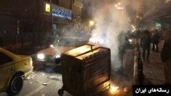تجمع های اعتراضی جمعه شب در برخی مناطق از جمله گوهردشت کرج ادامه یافت.